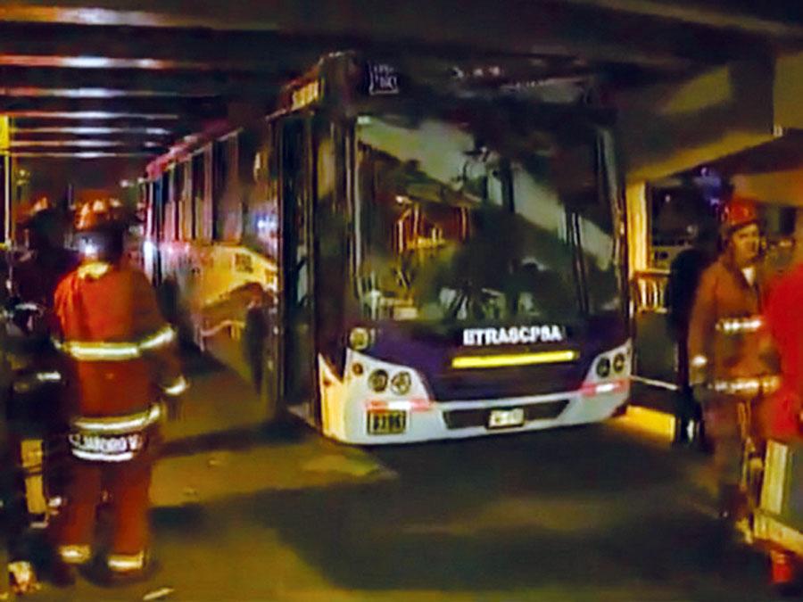 Bus choca ùente Av. Brasil