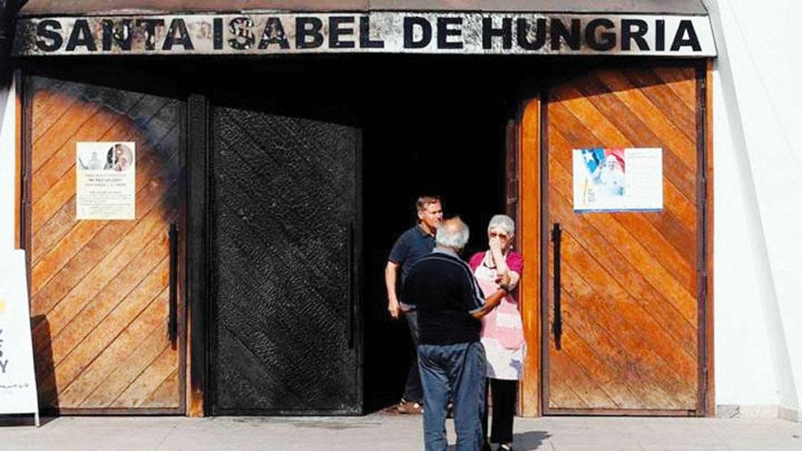 Incendian otra parroquia en Chile por visita del Papa