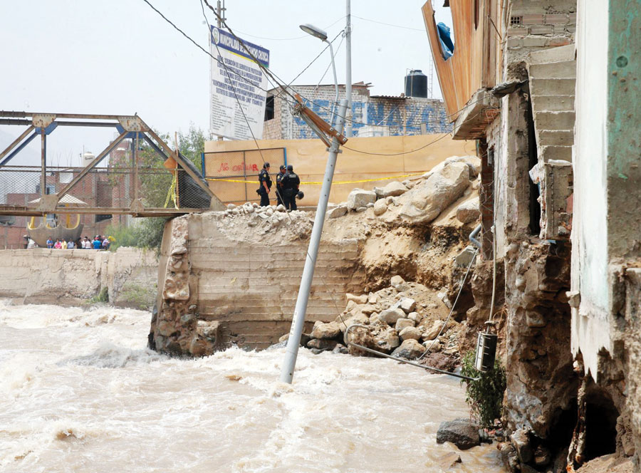 Muro de contención cede en Cantagallo
