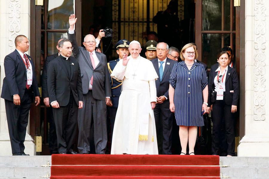 Papa Francisco en palacio