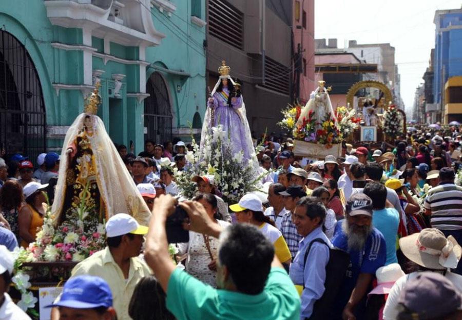 imágenes religiosas en la avenida Tacna