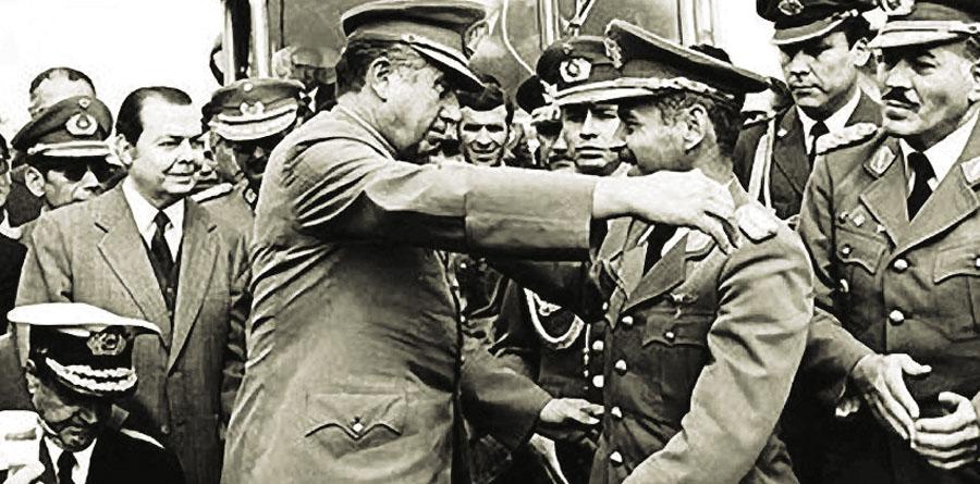 Pinochet –izq- y Banzer en Charaña