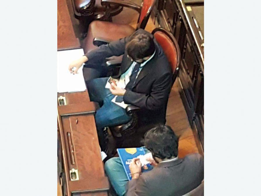 Diputados cambian figuritas en Congreso