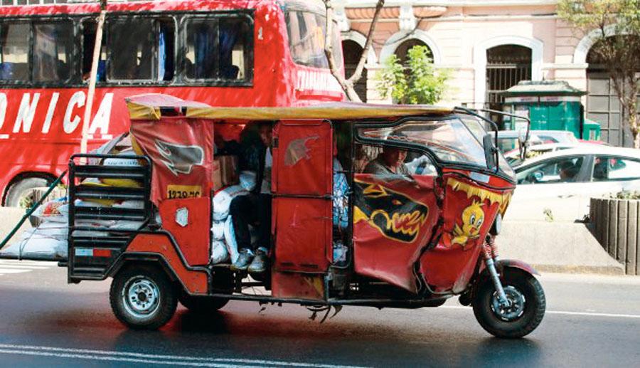 Mototaxis en Av Abancay