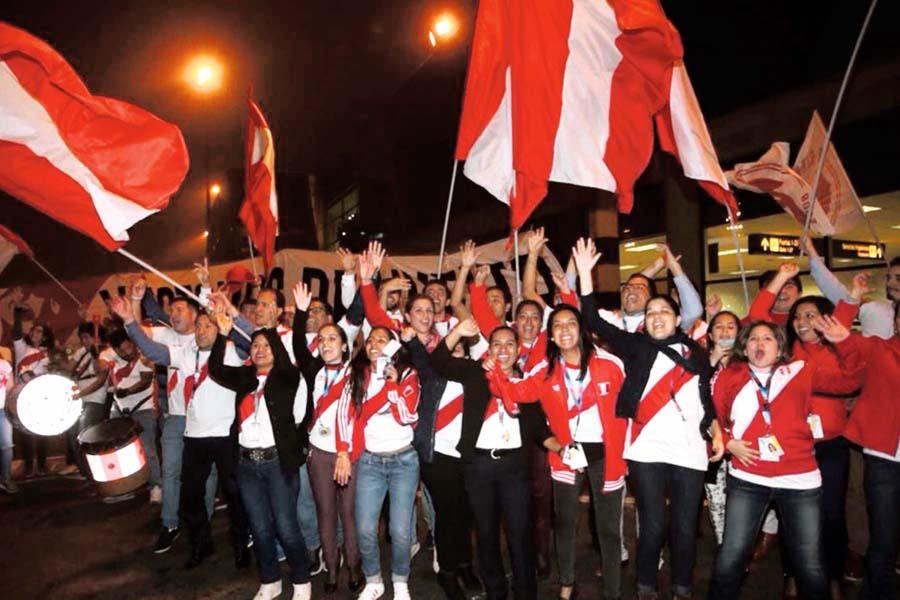 Selección Peruana fue despedida por miles