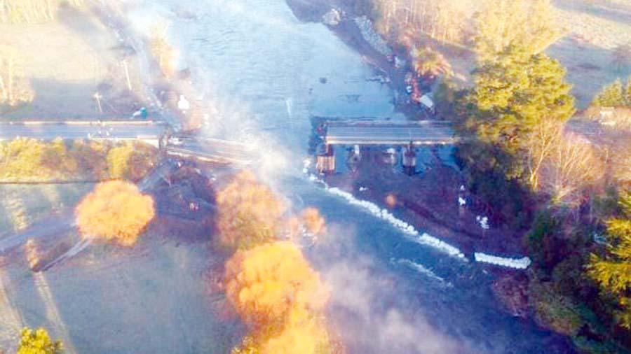 Caída de puente chileno deja un muerto
