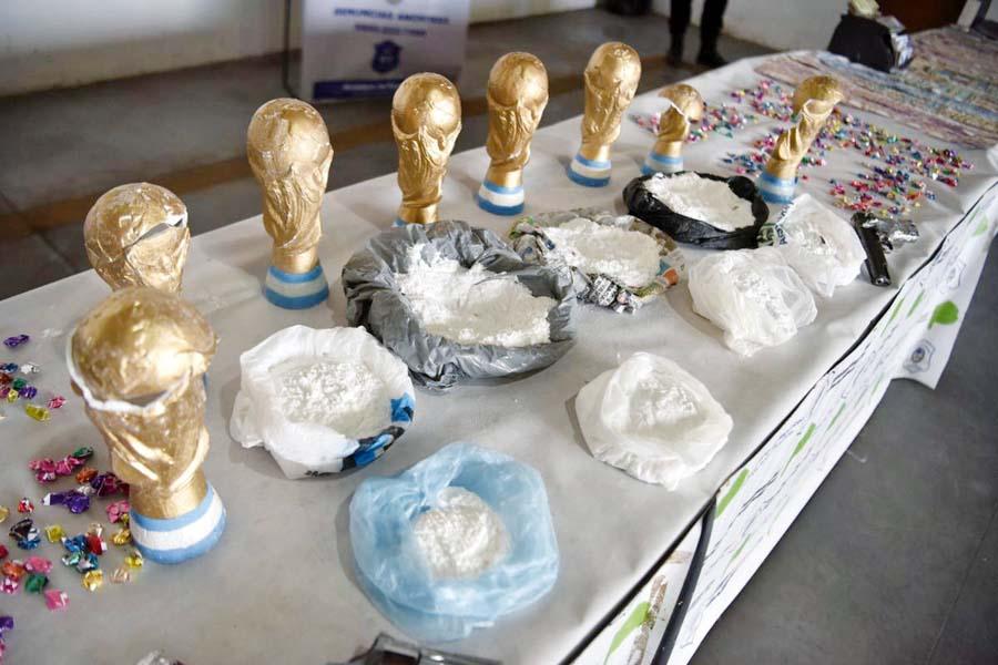 Escondían cocaína en copa del mundo