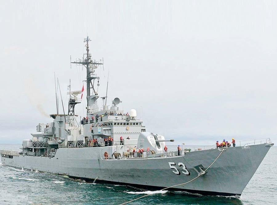 Buque de la armada peruana