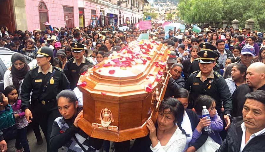 Dan último adiós a Juanita
