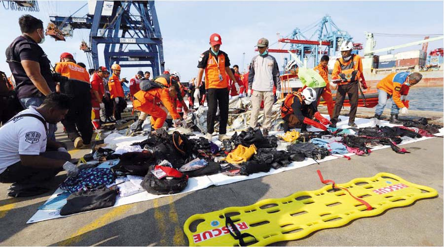 Avión nuevo con 189 personas cae al mar en Indonesia