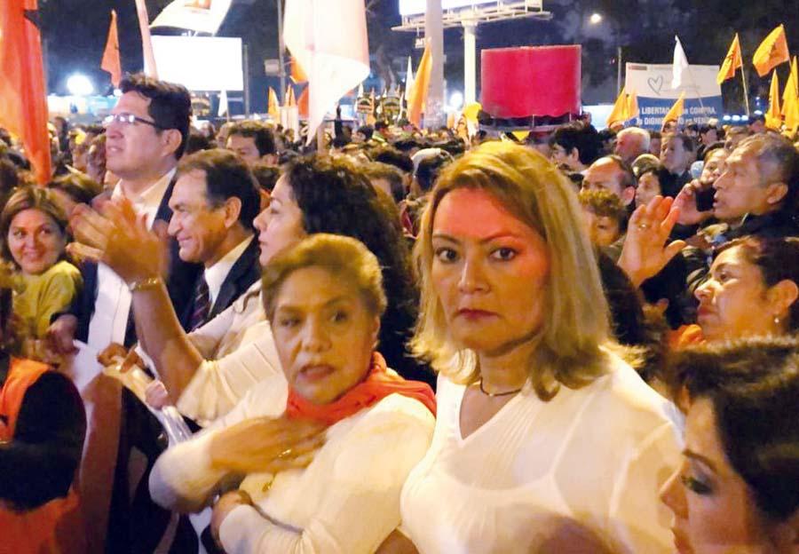 Marchan en apoyo de Keiko Fujimori