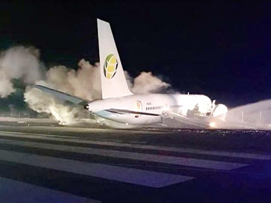 Avión aterrizó de emergencia