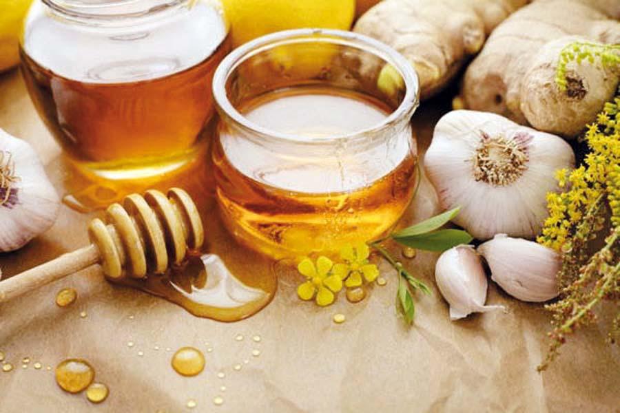 Bebida natural que consiste en agua, ajo, kion y limón