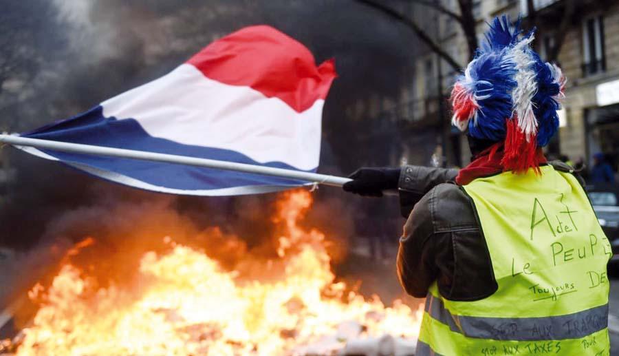 Chalecos Amarillos.- Francia fue testigo de un movimiento inédito de manifestantes, bloqueos de carreteras y violencia en París para reclamar más justicia social