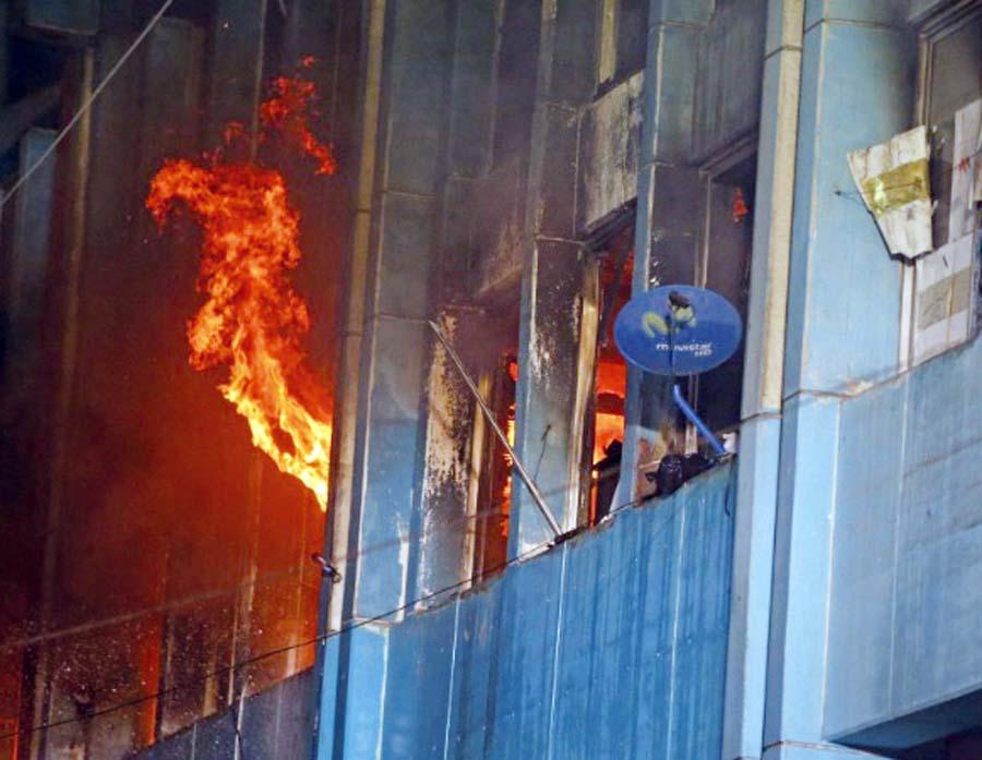 Incendio,en el edificio donde funciona el local principal de la Asociación Nacional de Fonavistas de los Pueblos del Perú
