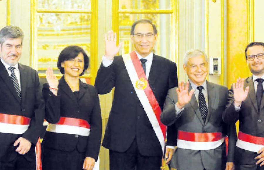 Juramentacion de nuevos ministros de Trabajo, Sylvia Cáceres Pizarro; de Cultura, Rogers Valencia Espinoza; y de Comercio Exterior y Turismo, Édgar Vásquez