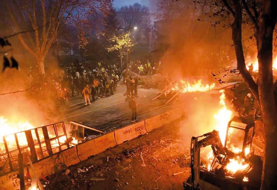 Paris devastada por protestas