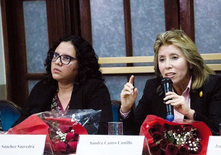 Rocío Sánchez Saavedra y Sandra Castro