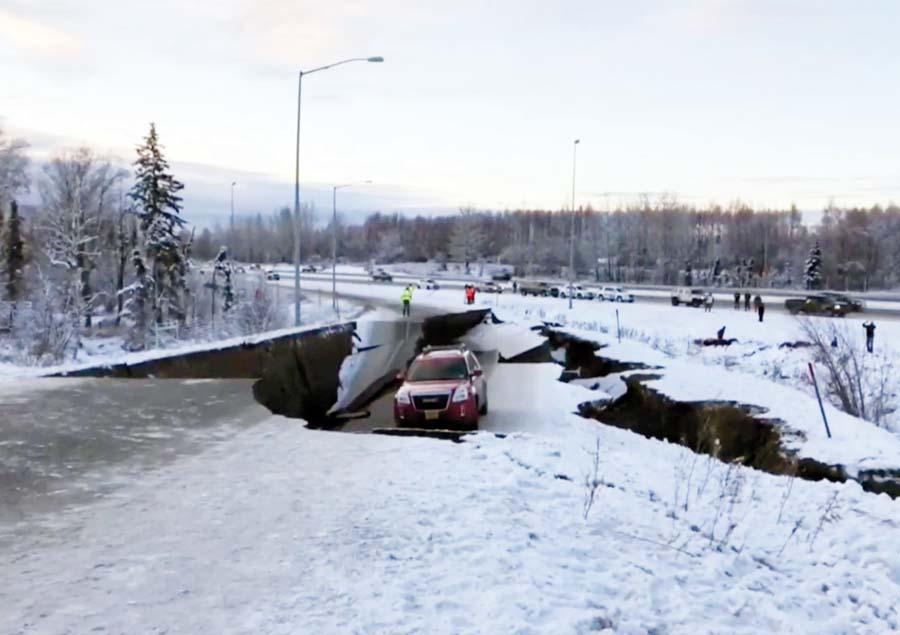 Terremoto en Alaska abre la tierra