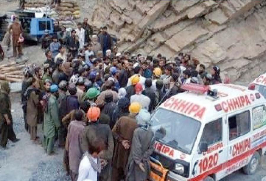 31 muertos en derrumbe de mina clandestina