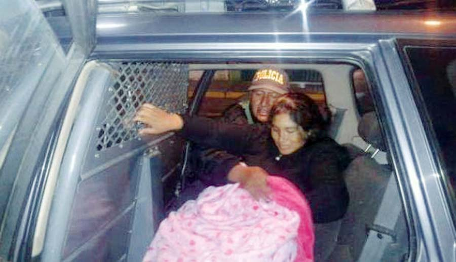 Madre dio a luz en un patrullero