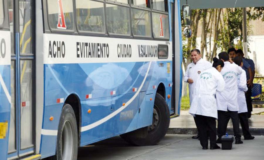 """Un delincuente muerto, otro herido en balacera tras asaltar a pasajeros del bus """"El Chino"""""""