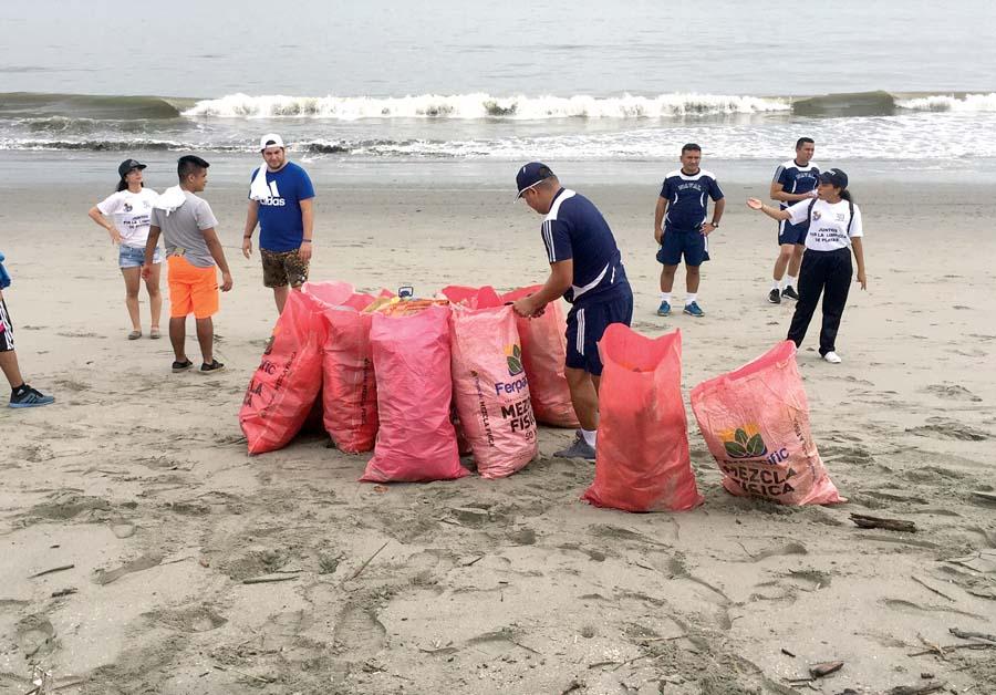 voluntarios para limpieza de playas