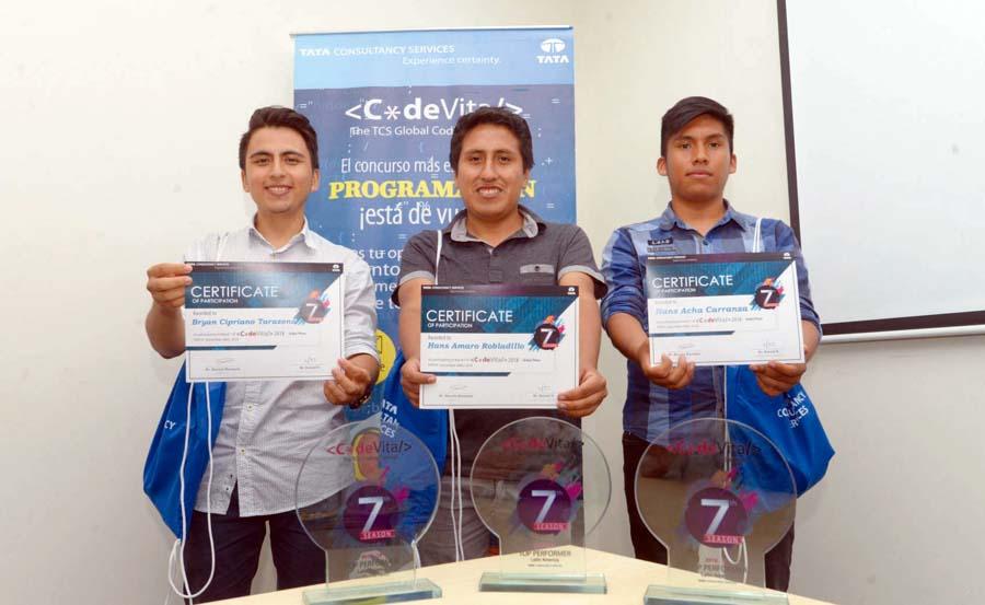 Bryan Cipriano, Hans Acha y Hans Amaro, Concurso Internacional de Programación CodeVita