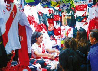 Venta de camisetas alusivas a la selección nacional de fútbol