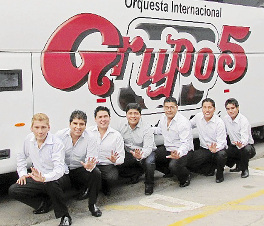 """Agrupación norteña """"Grupo 5"""""""