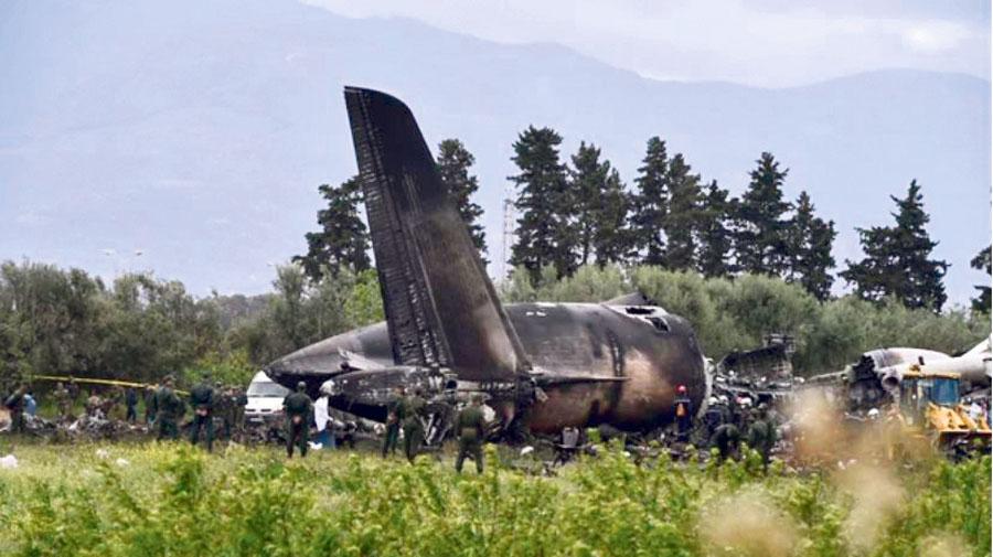 Avión militar se estrella