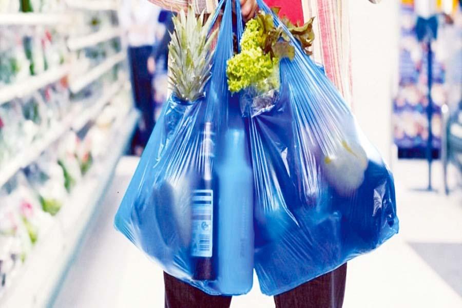Bolsas de plástico de un solo uso, tecnopor y sorbetes