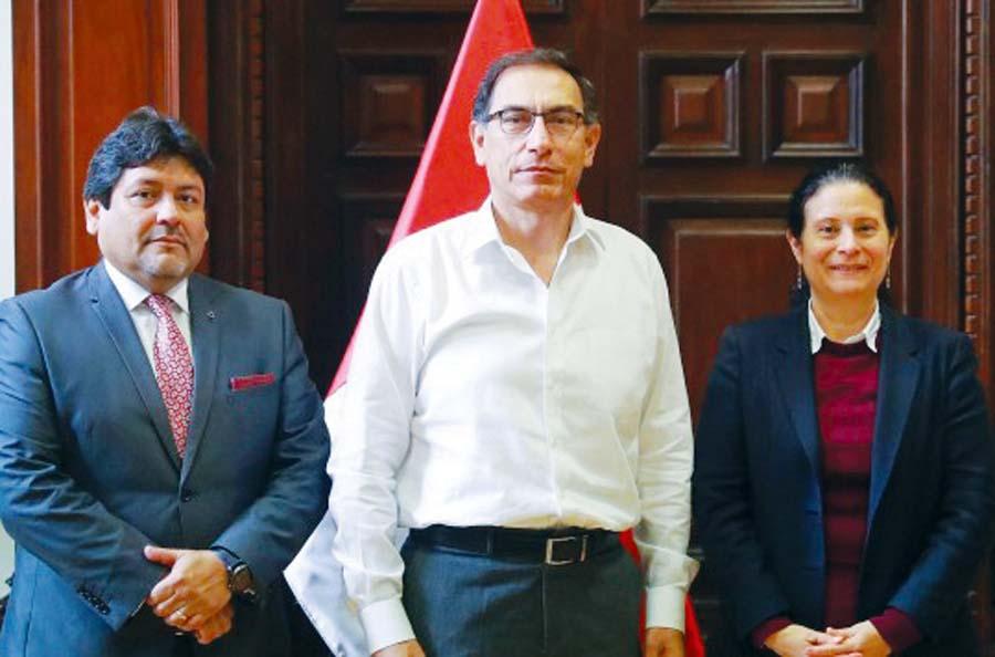 presidente Martín Vizcarra y Socorro Heysen