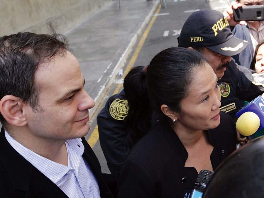 Keiko Fujimori y su esposo