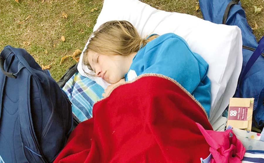 Chica duerme20 horas al día