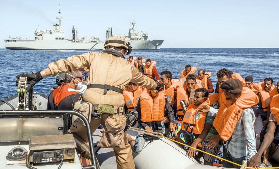 Hallan 13 muertos en botede migrantes en el Mediterráneo
