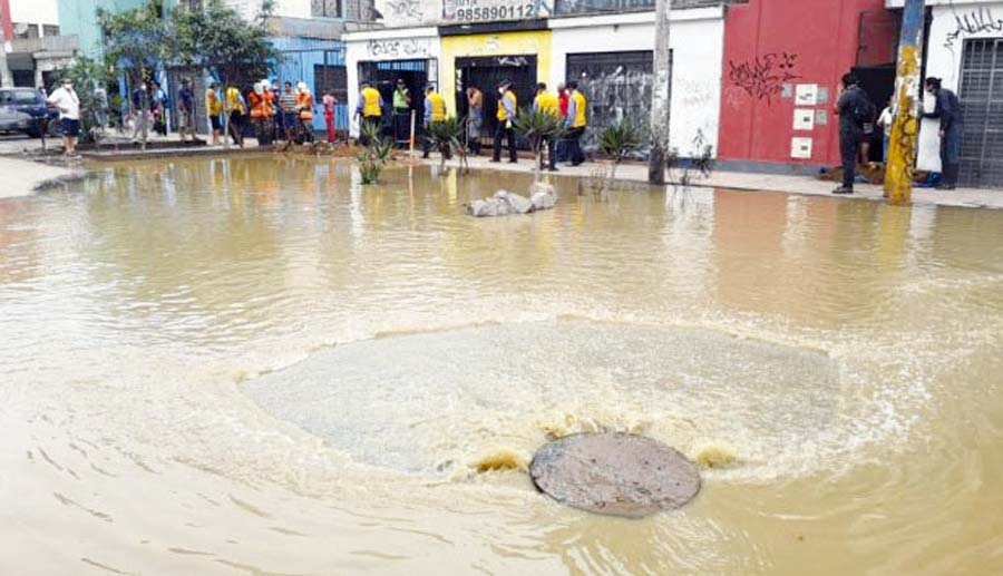 Aguas servidas en San Juan de Lurigancho