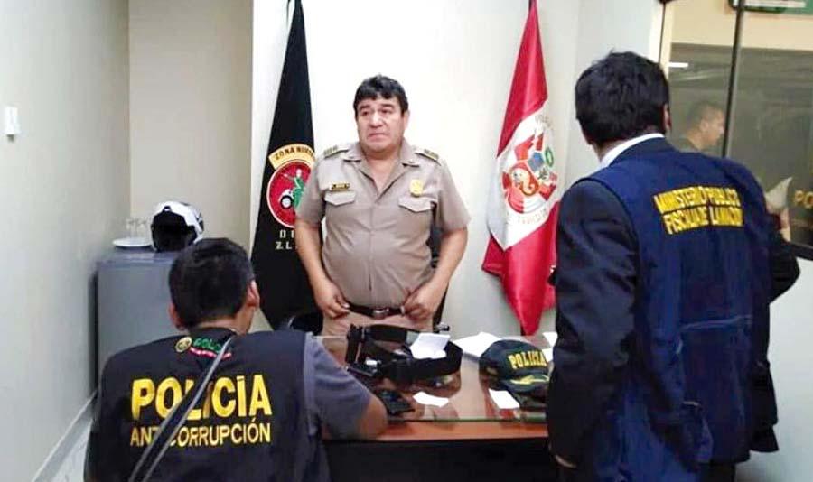 """Caen policías en banda de cupos """"Los papeleteros de Lima Norte"""""""