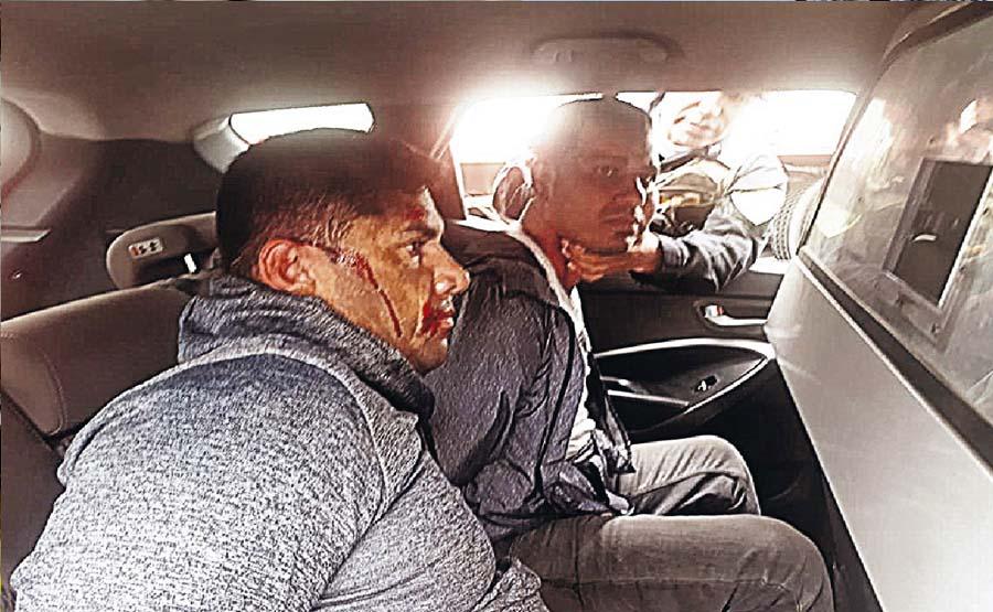Venecos se estrellan con moto tras asaltar a empresario
