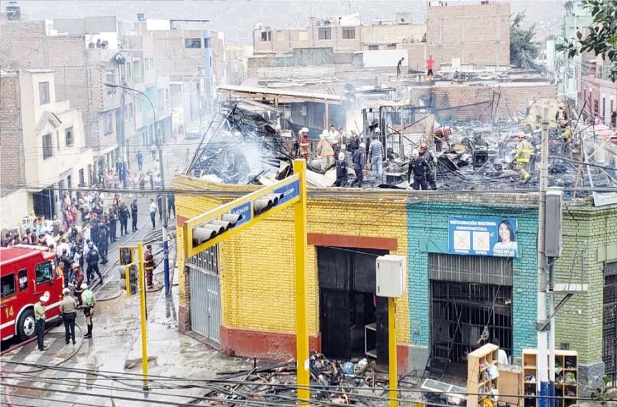 Voraz incendio deja 15 familias en la calle