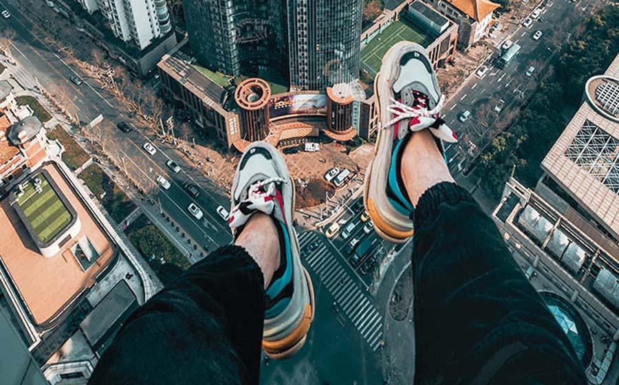 Adolescente salta desde edificio y sobrevive