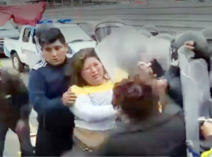 Comerciantes se enfrentaron a policías