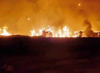 Gran incendio destruyó fábrica de papel en Chiclayo