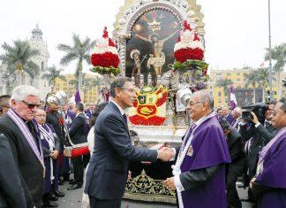 Martín Vizcarra rindió homenaje al Señor de los Milagros
