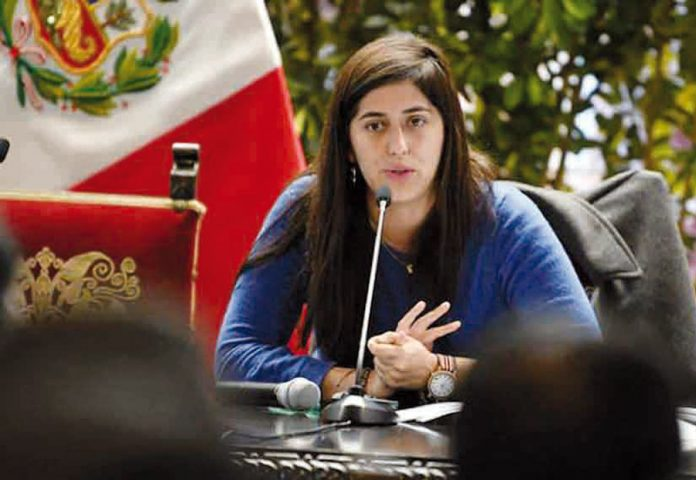 Ministra de Economía y Finanzas, María Antonieta Alva