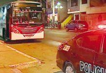 Rateros asaltaron micro y disparan a policía