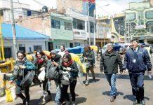 Expulsaron del país a turistas que dañaron Machu Picchu