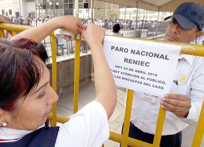 Trabajadores del Reniec y de la ONPE anunciaron desde hoy una huelga nacional indefinida