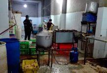 Intervienen local donde comercializaban pollos en pésimas condiciones