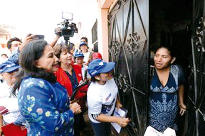 Ministra recorrió casas para prevenir violencia contra féminas